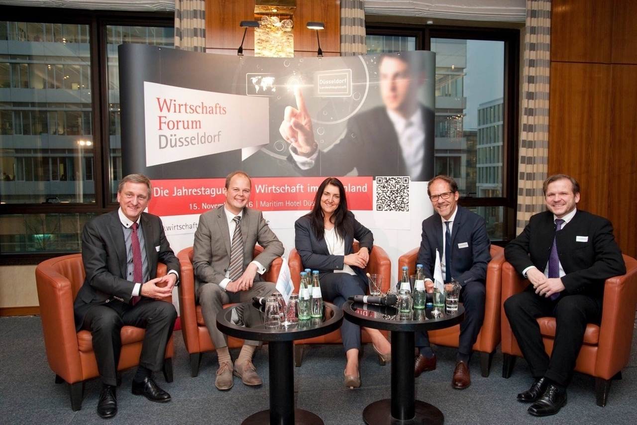 Prof.Dr. Gerhard Nowak, Nico Lüdemann, Inga Knoche, Christoph Kämpfer, Elmar Niederhaus beim Wirtschaftsforum in Düsseldorf